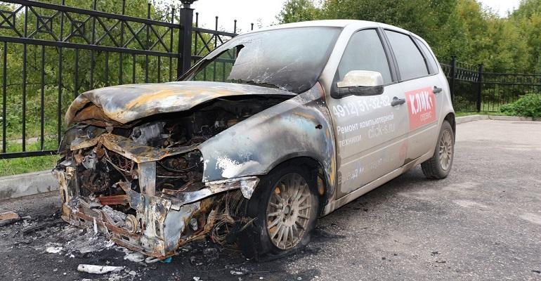Наулице Родниковая сгорел автомобиль
